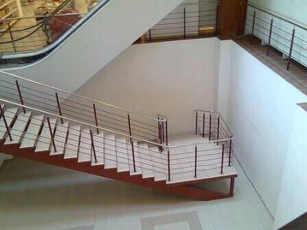 escalier-face-mur